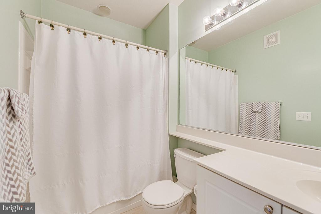 Master bathroom. - 9480 VIRGINIA CENTER BLVD #117, VIENNA