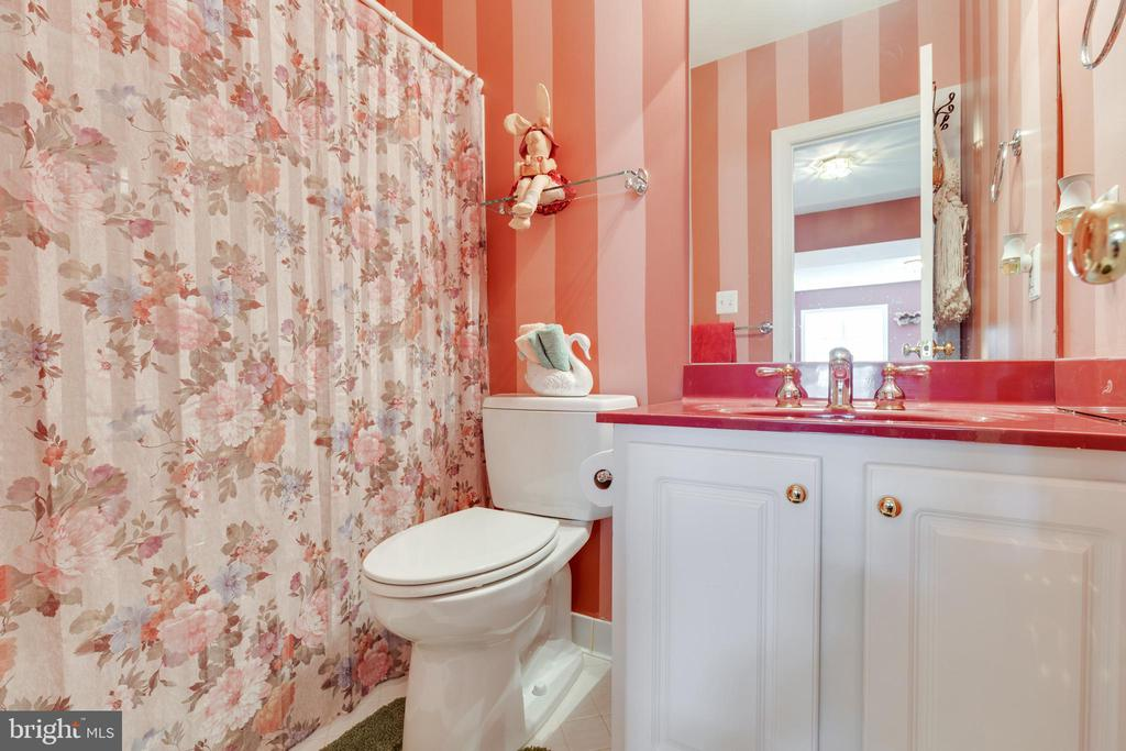 Lower Level Full Bathroom - 38235 MILLSTONE DR, PURCELLVILLE