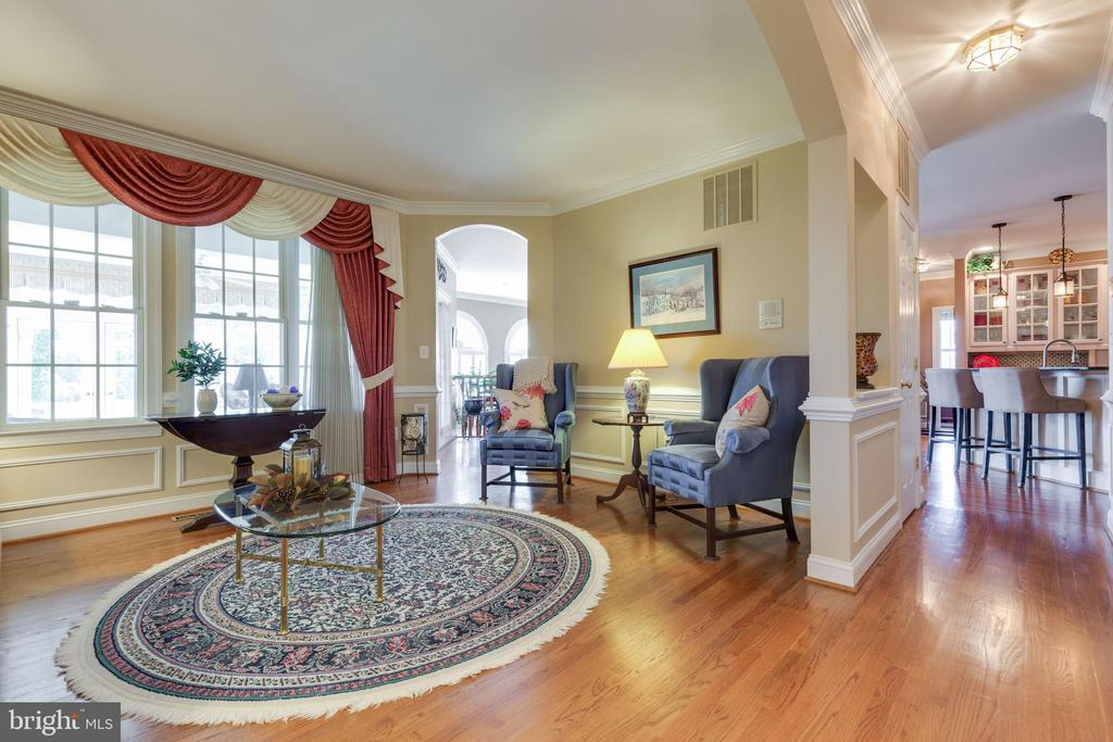 Hardwoods in Formal Living Room - 38235 MILLSTONE DR, PURCELLVILLE