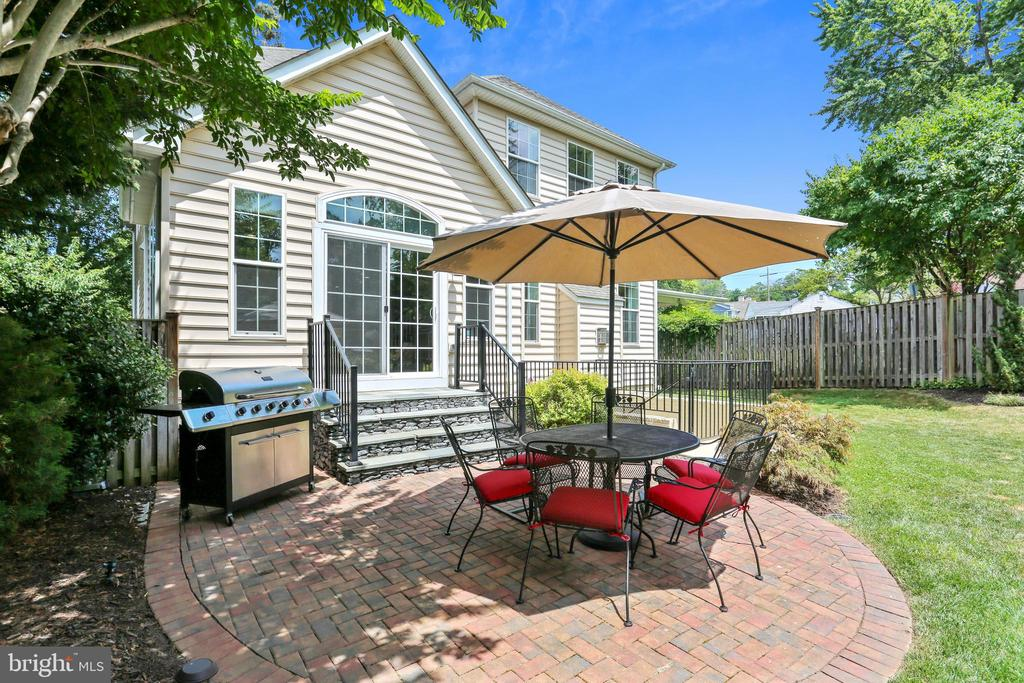 Exterior Rear Patio - 402 BEALL AVE, ROCKVILLE