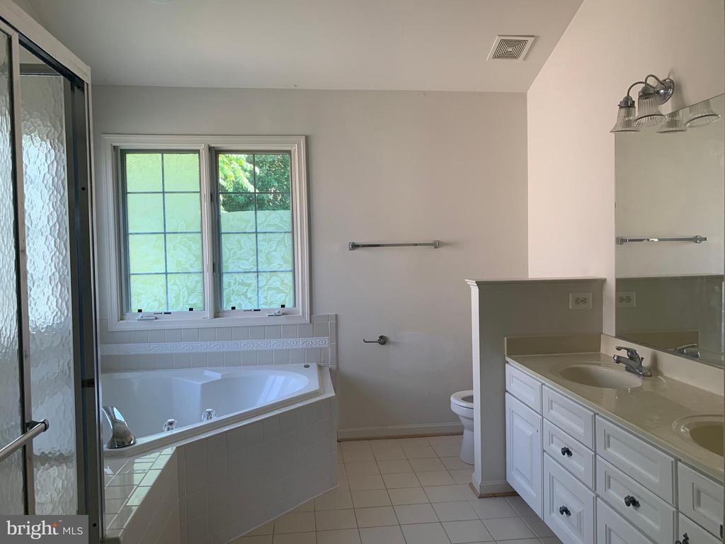 Master bathroom - 13388 CABALLERO WAY, CLIFTON