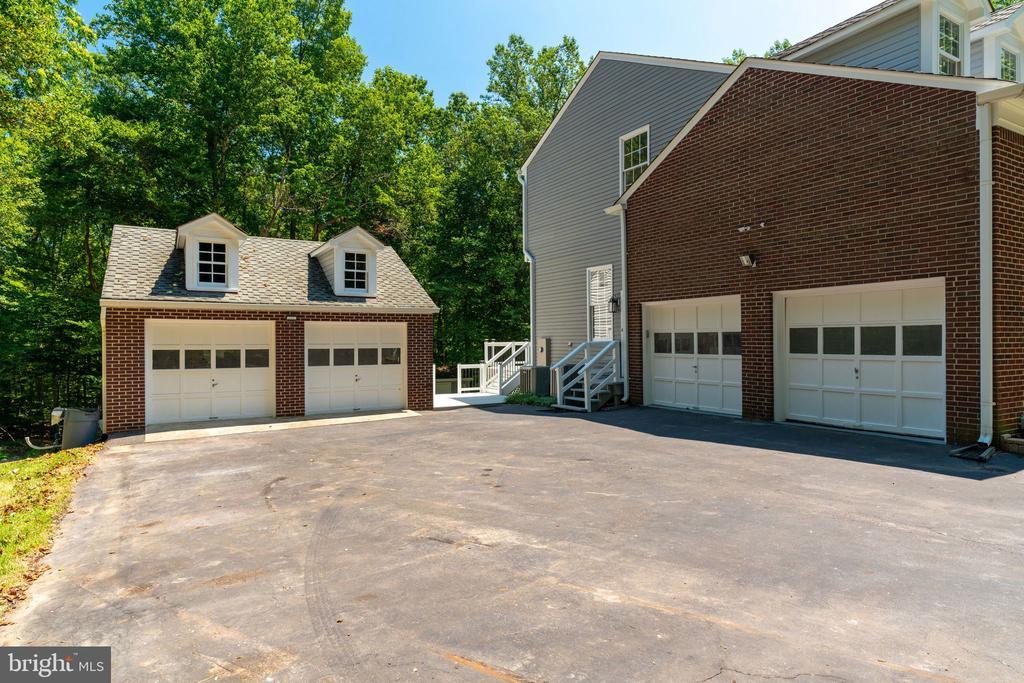 Garage space for 4 cars - 11112 HAMPTON RD, FAIRFAX STATION