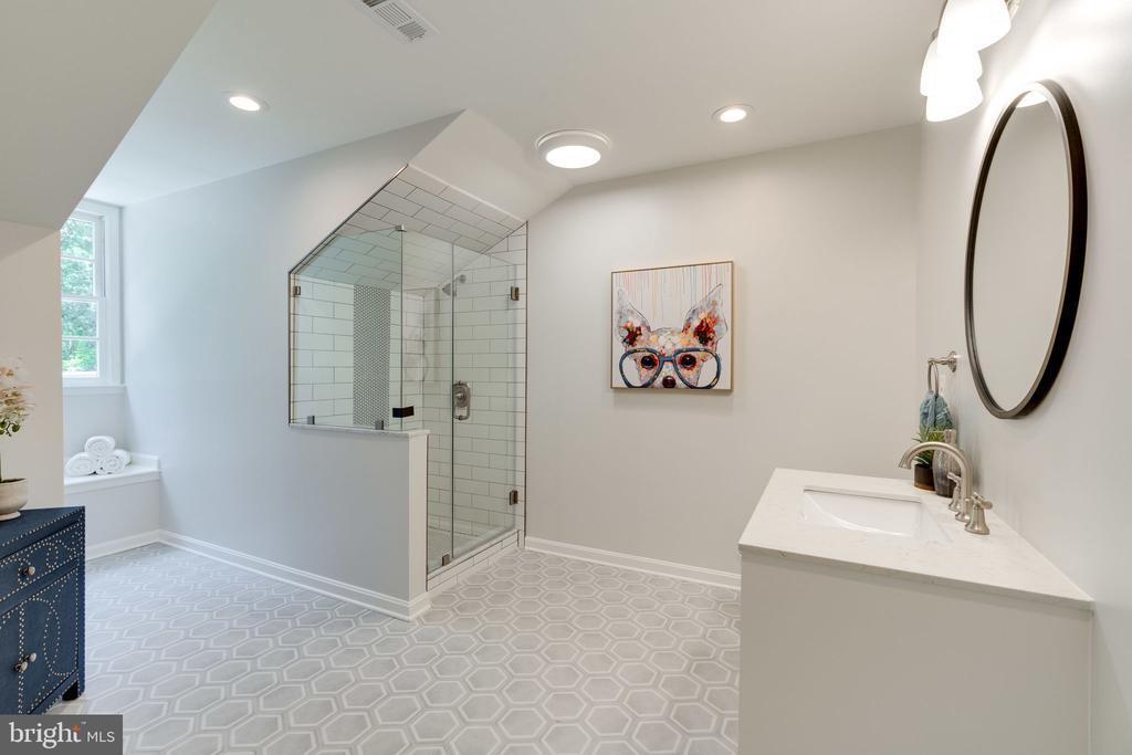 Private bath for BR 2 - 11112 HAMPTON RD, FAIRFAX STATION