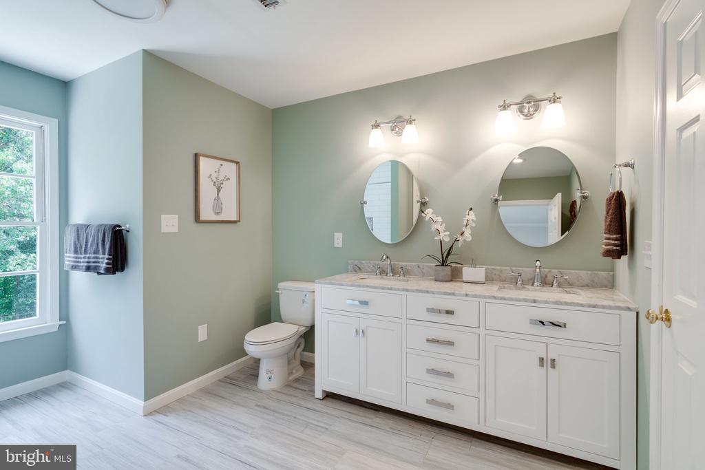 Dual vanities in brand new bathroom - 11112 HAMPTON RD, FAIRFAX STATION