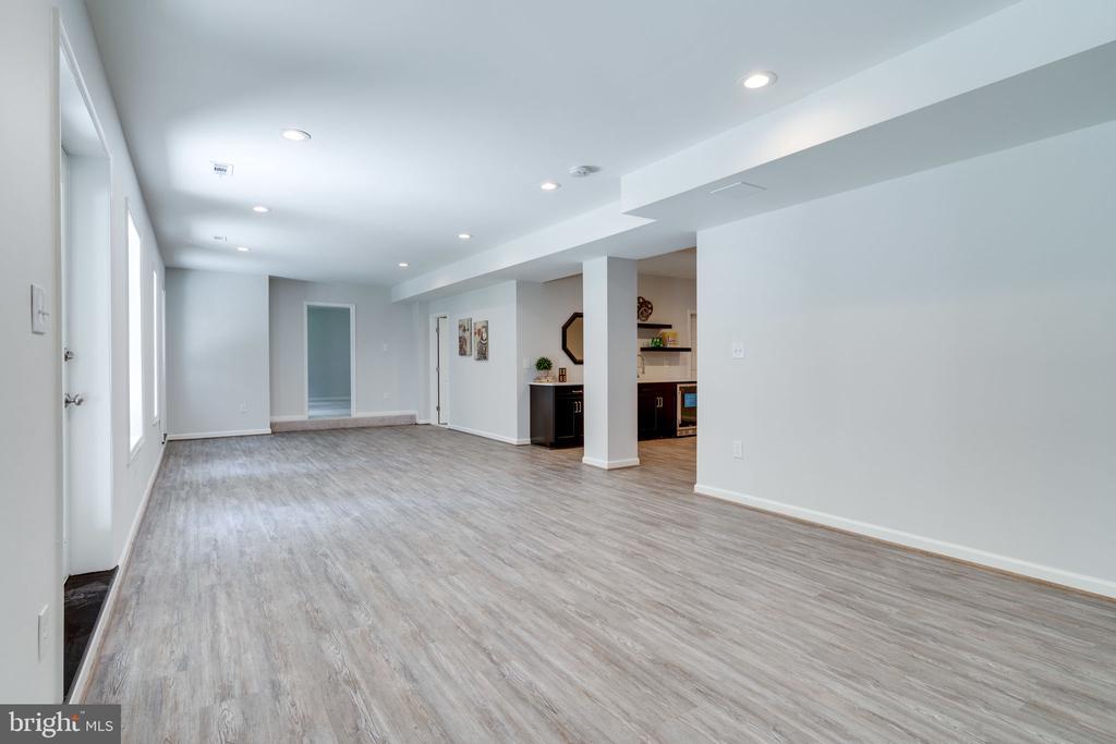 Expansive Rec Room - 11112 HAMPTON RD, FAIRFAX STATION