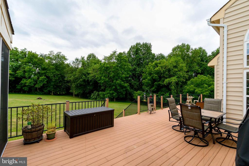 Composite Deck - 37081 ELAINE PL, PURCELLVILLE