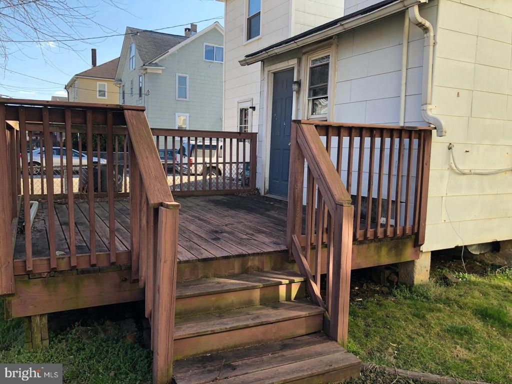 - 203 SOLLERS POINT RD, DUNDALK