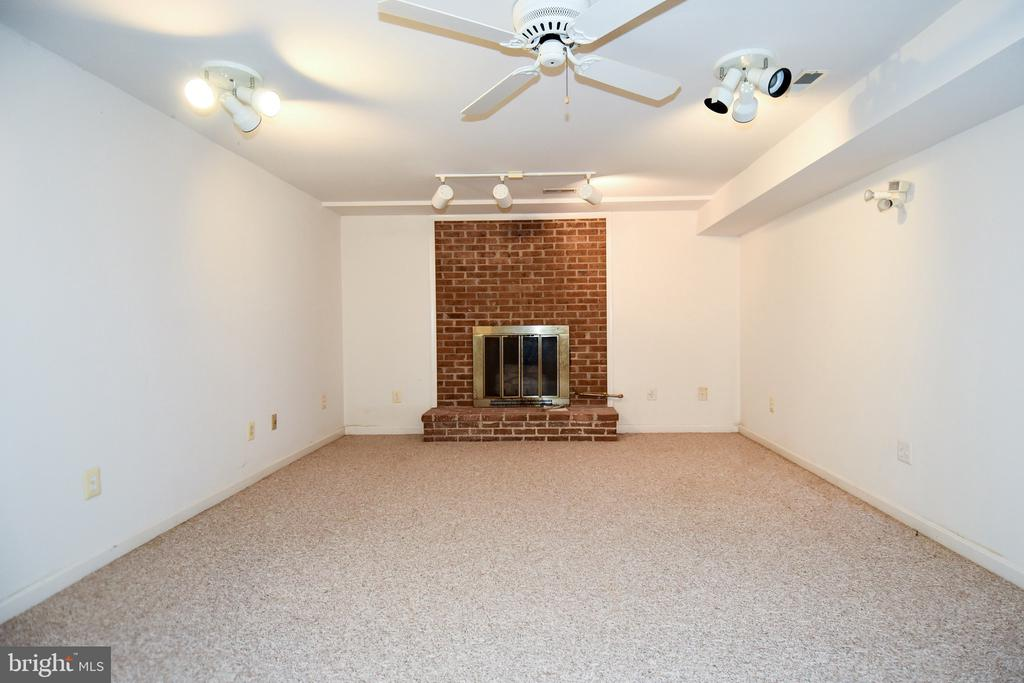 Family Room - 222 OLDE CONCORD RD, STAFFORD