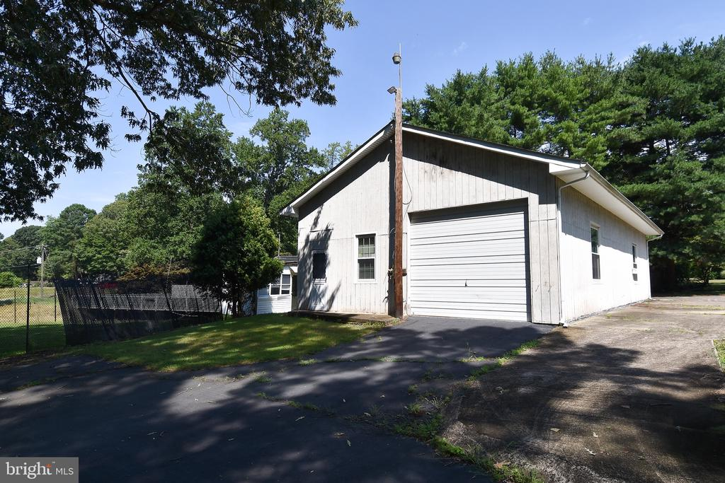 Garage Exterior - 222 OLDE CONCORD RD, STAFFORD