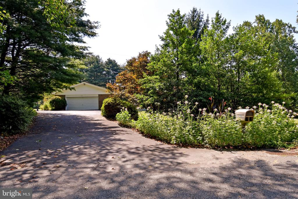Exterior Driveway - 222 OLDE CONCORD RD, STAFFORD