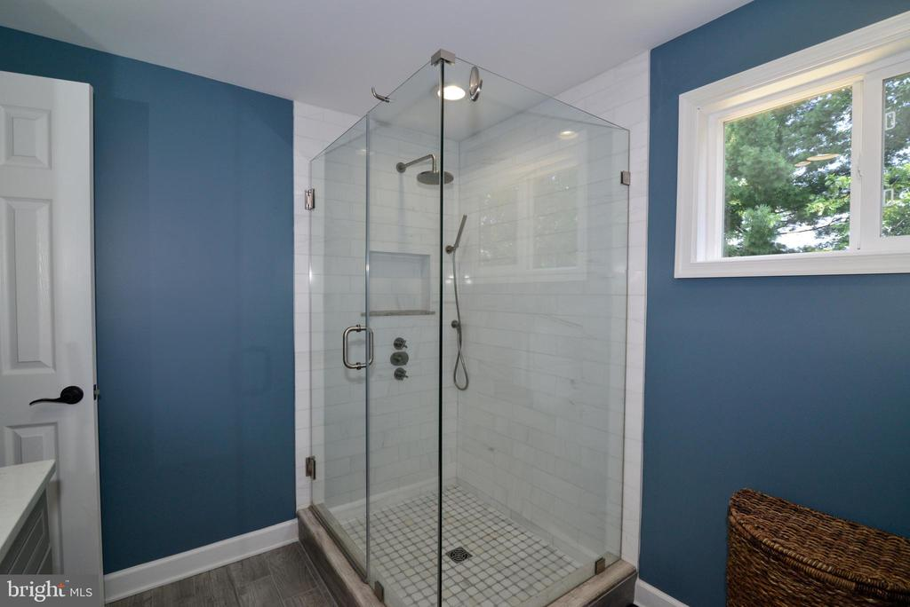 Master bath w/frameless shower, updated tile! - 1613 FOLLEY LICK CT, HERNDON