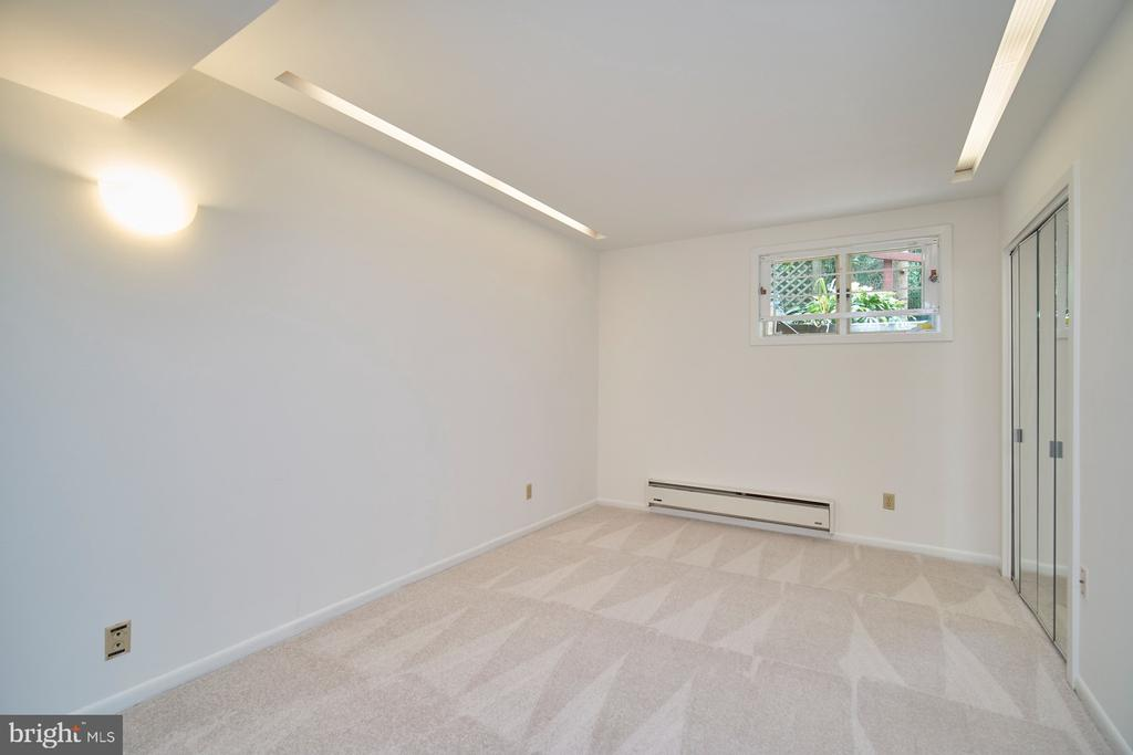 Lower Level Den/Office - 1406 N JOHNSON ST, ARLINGTON