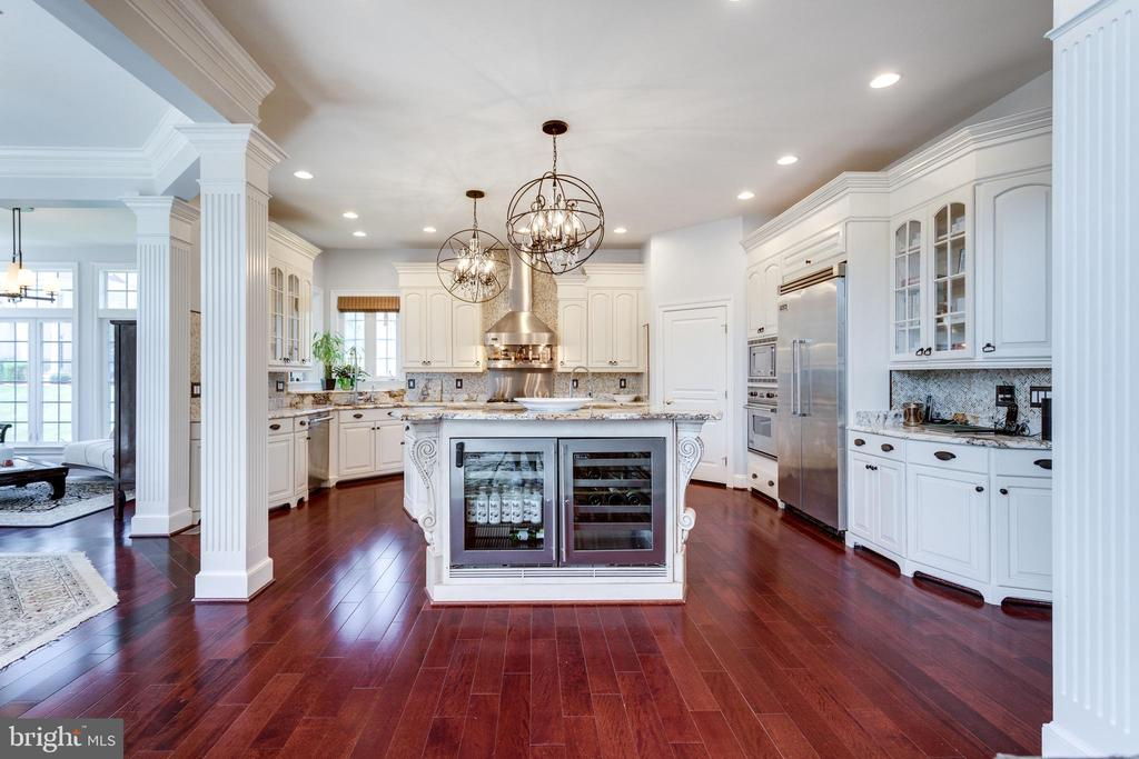 Great Room is Open to the Kitchen. - 2508 COULTER LN, OAKTON