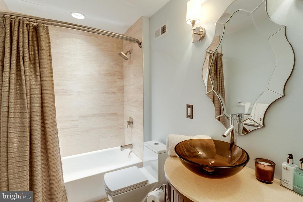 2nd Full Bath on Lower level w Glass Sink. - 2508 COULTER LN, OAKTON