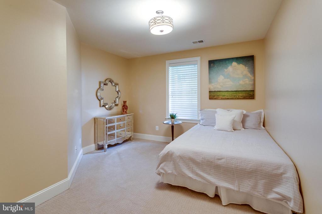 2nd Lower Level Bedroom. - 2508 COULTER LN, OAKTON