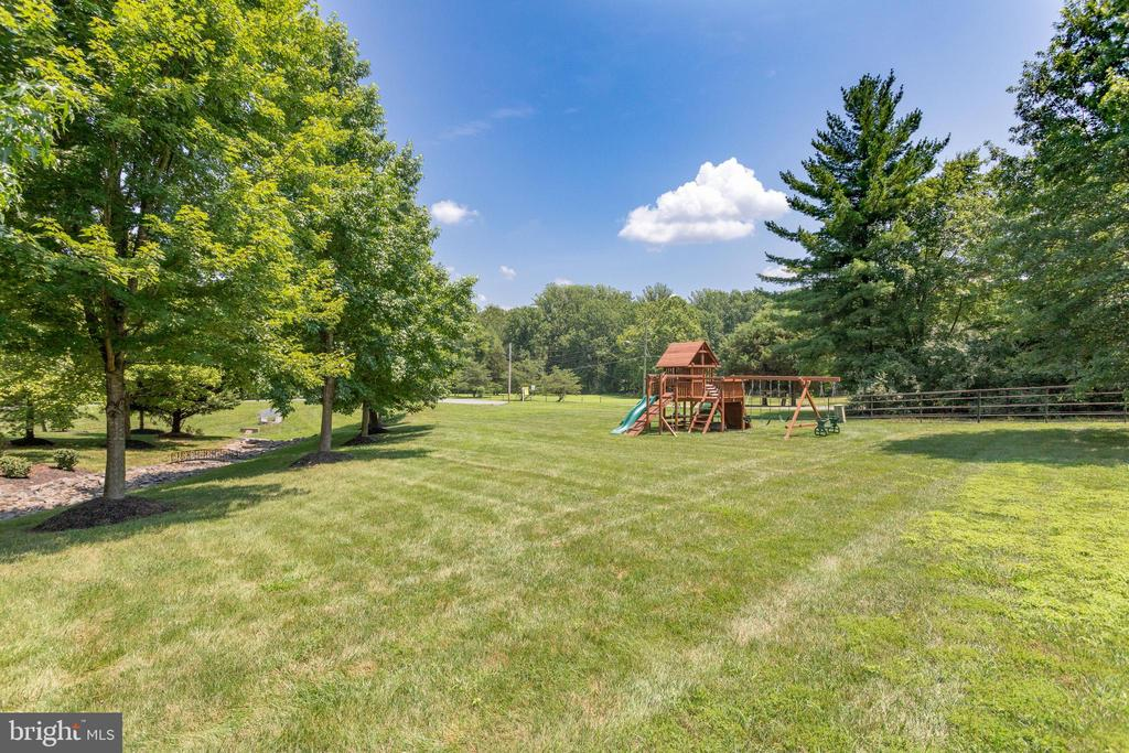 Expansive Back Yard with  Play Set. - 2508 COULTER LN, OAKTON