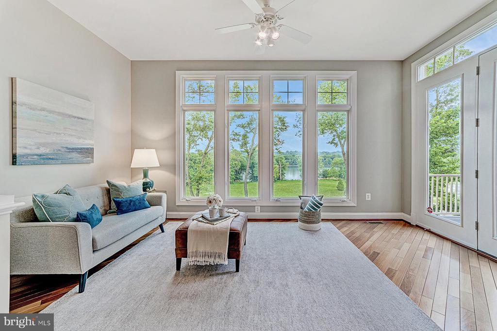 Bump out morning room with water views - 18382 FAIRWAY OAKS SQ, LEESBURG