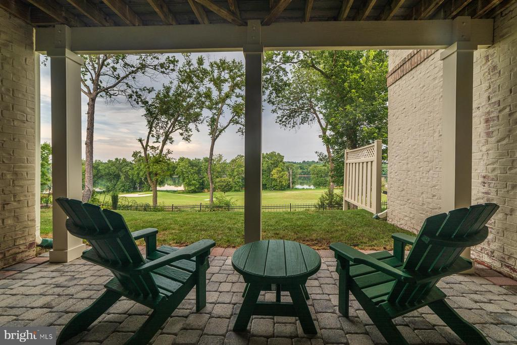 Covered patio with nature views - 18382 FAIRWAY OAKS SQ, LEESBURG