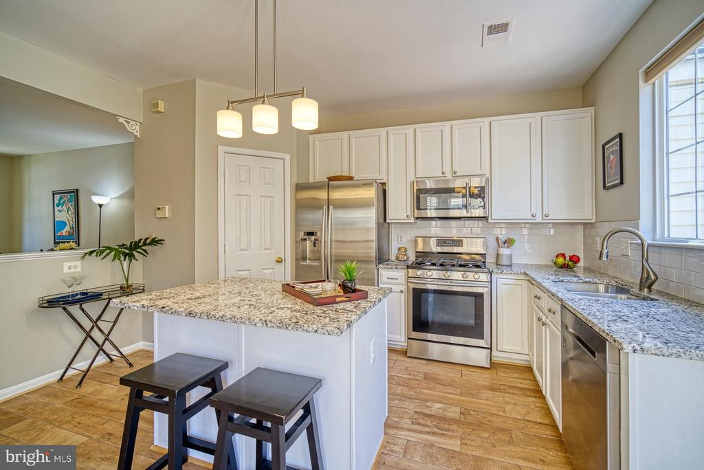 granite countertops,stainless steel applicances - 2442 OLD FARMHOUSE CT, HERNDON