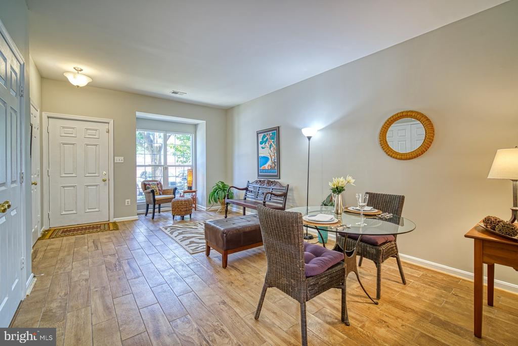 plan  your own setup with this open layout - 2442 OLD FARMHOUSE CT, HERNDON