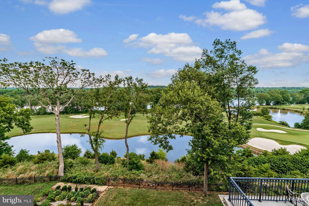 - 18382 FAIRWAY OAKS SQ, LEESBURG