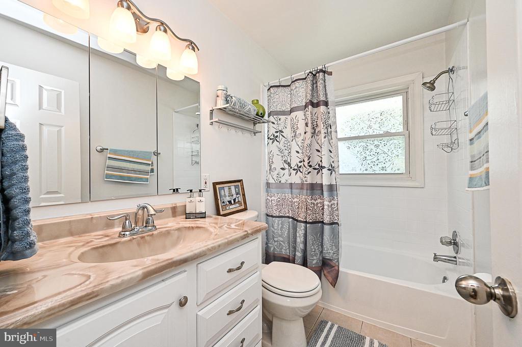 Upper Level Bathroom - 5700 CHAPIN AVE, ALEXANDRIA