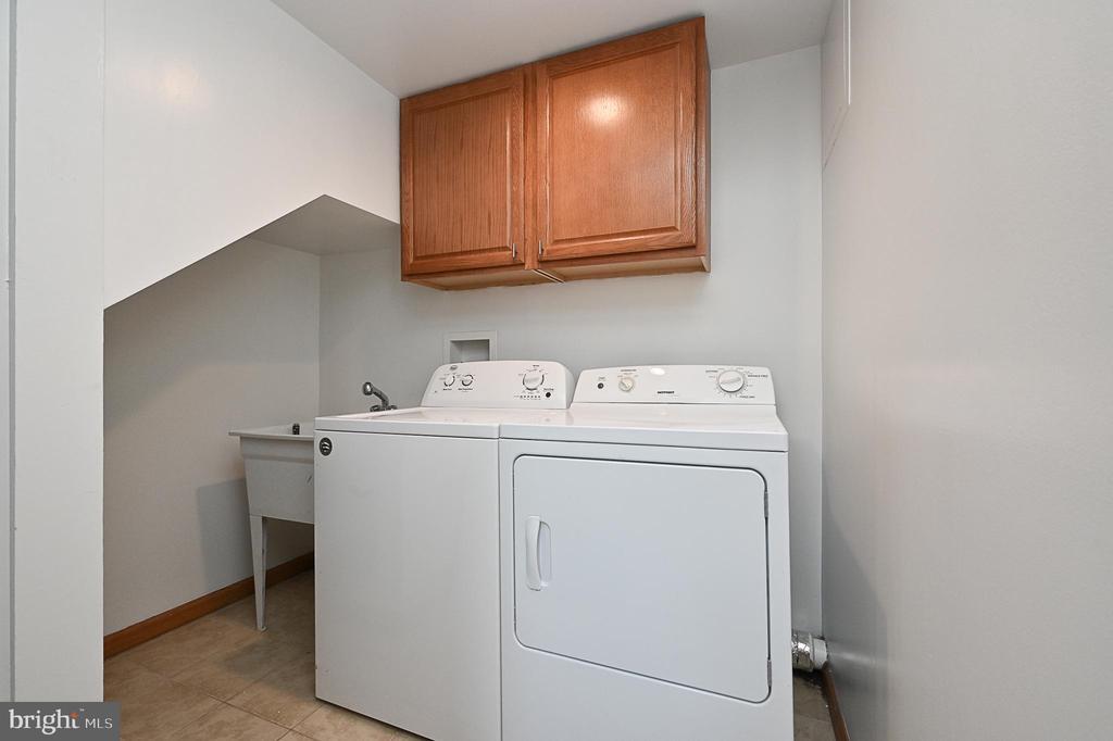 Laundry - 5700 CHAPIN AVE, ALEXANDRIA