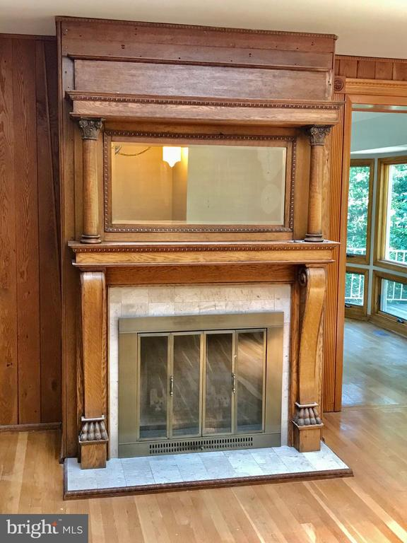 Vintage Fireplace Mantel in Living Room - 6811 WINTER LN, ANNANDALE
