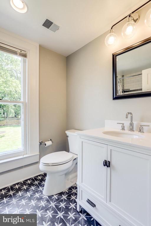 Totally renovated upper level full bathroom - 652 SPRING ST, HERNDON