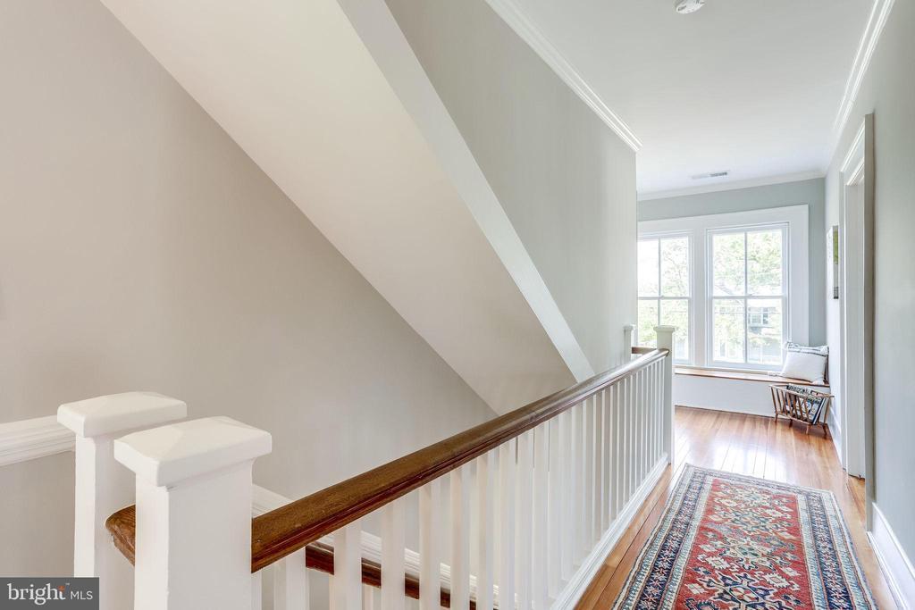 Upper level hallway. - 652 SPRING ST, HERNDON