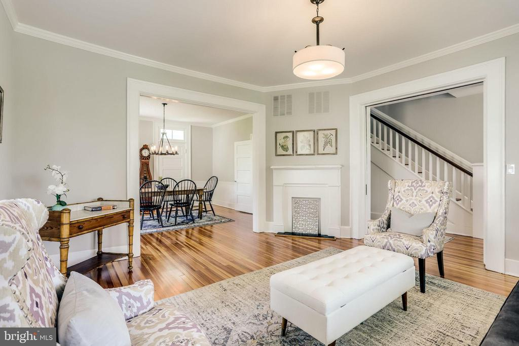 Such a beautiful room. - 652 SPRING ST, HERNDON