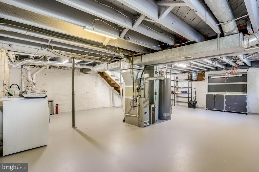 Large basement. - 652 SPRING ST, HERNDON