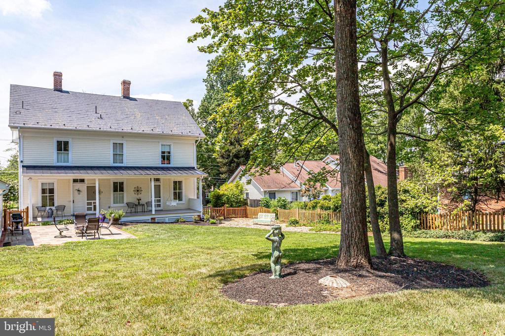 Fenced yard for Fido! - 652 SPRING ST, HERNDON