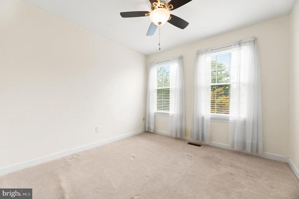 2nd Bedroom - light and airy - 12 DUDLEY CT, STERLING