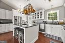 Open remodeled kitchen w/vaulted ceilings - 12 DUDLEY CT, STERLING