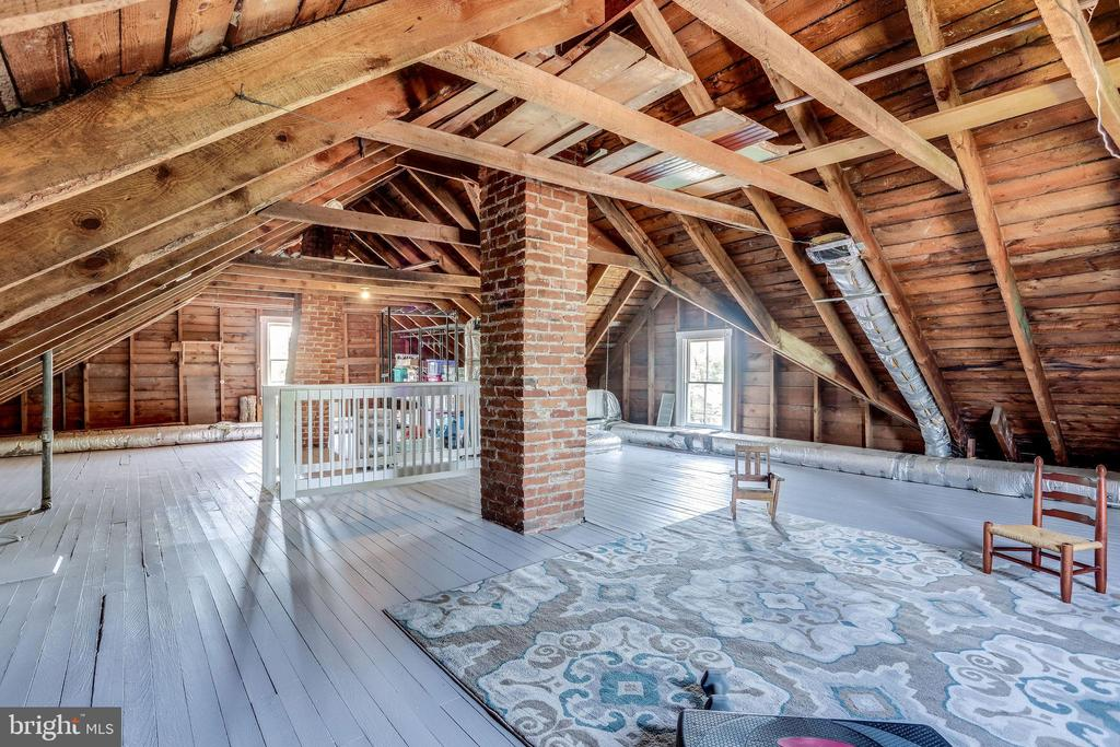 POTENTIAL! HUGE attic- has electric and hvac! - 652 SPRING ST, HERNDON