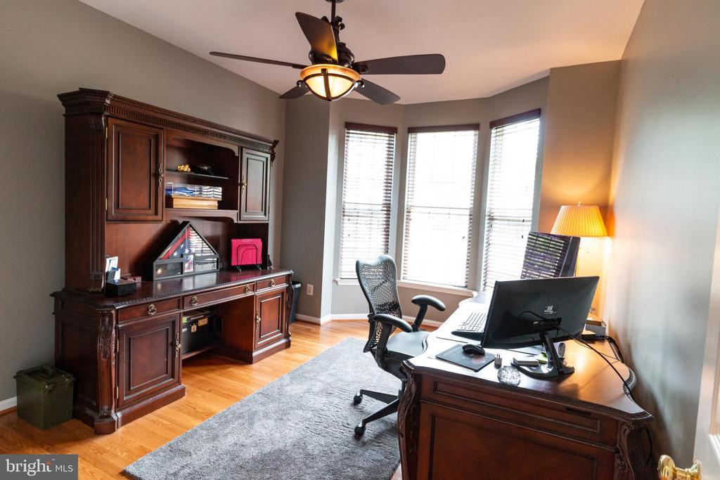 main level office - 1302 WANETA CT, ODENTON