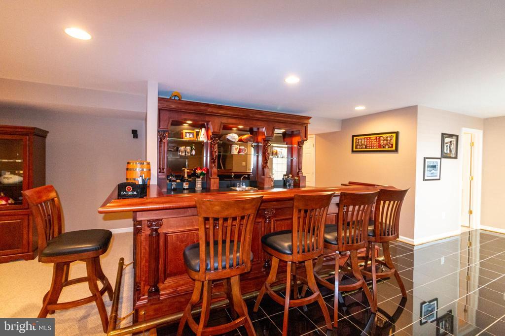 bar in finished basement - 1302 WANETA CT, ODENTON