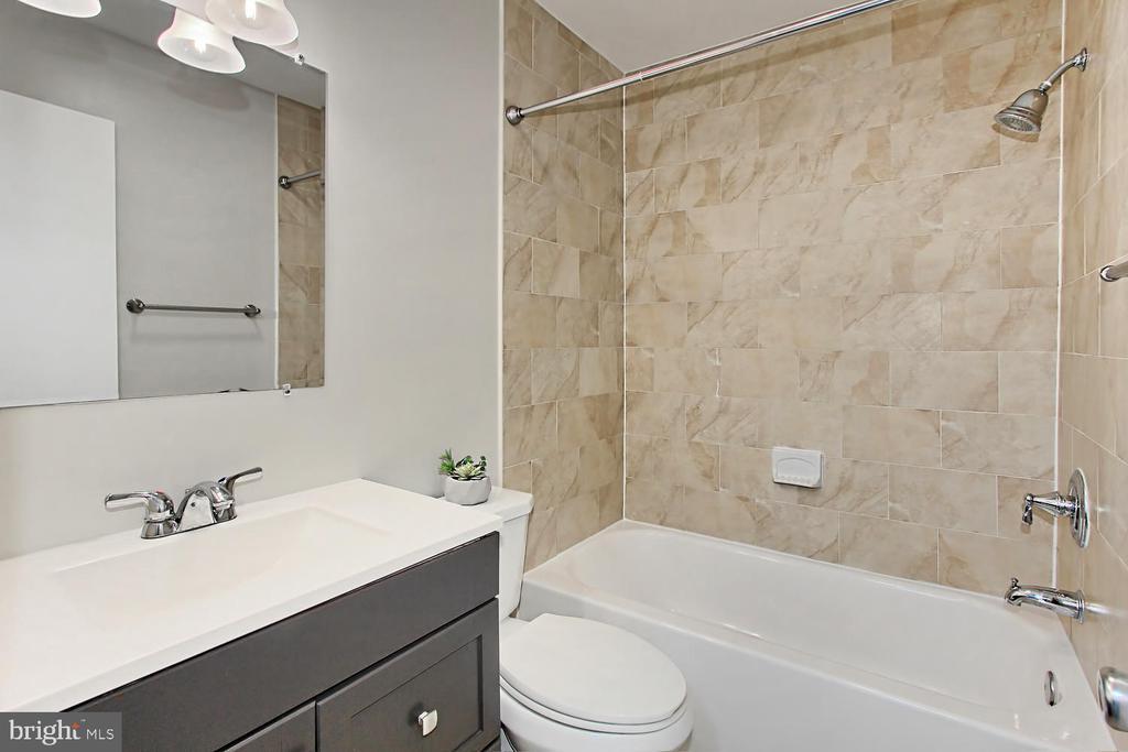 Hall Bath - 4923 TIBBITT LN, BURKE