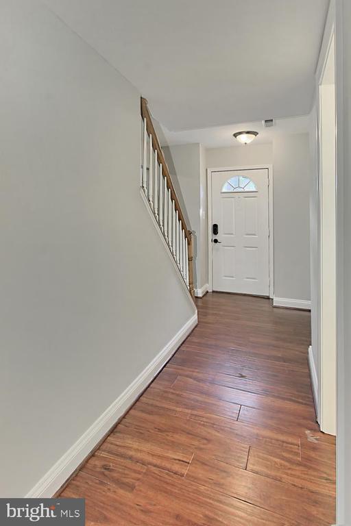 Main Level Hallway - 4923 TIBBITT LN, BURKE