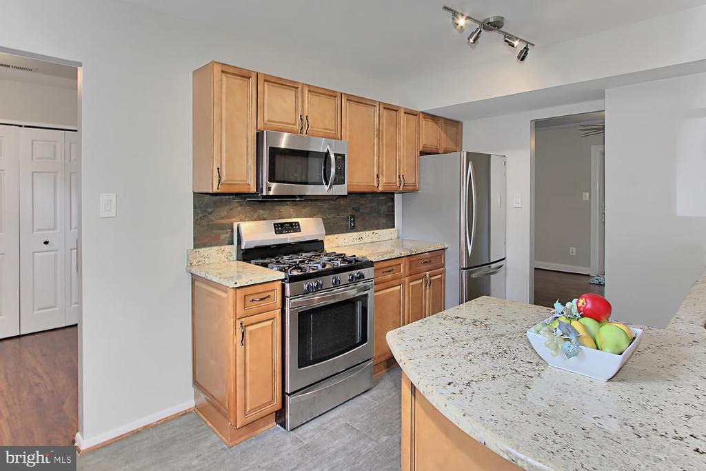 Kitchen - 4923 TIBBITT LN, BURKE