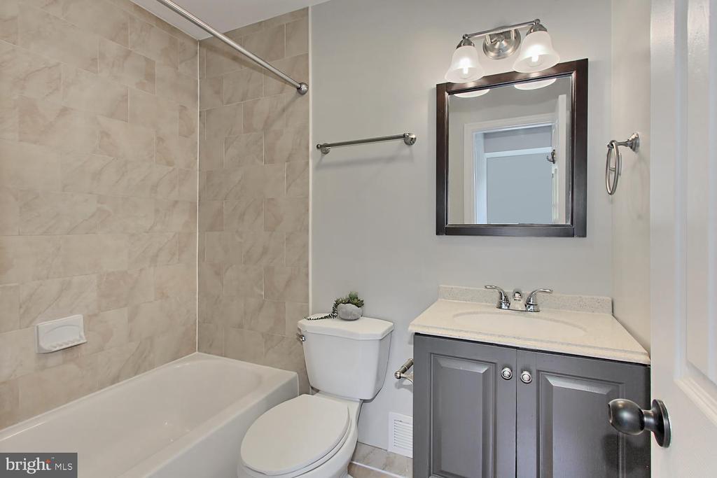 Master Bath - 4923 TIBBITT LN, BURKE