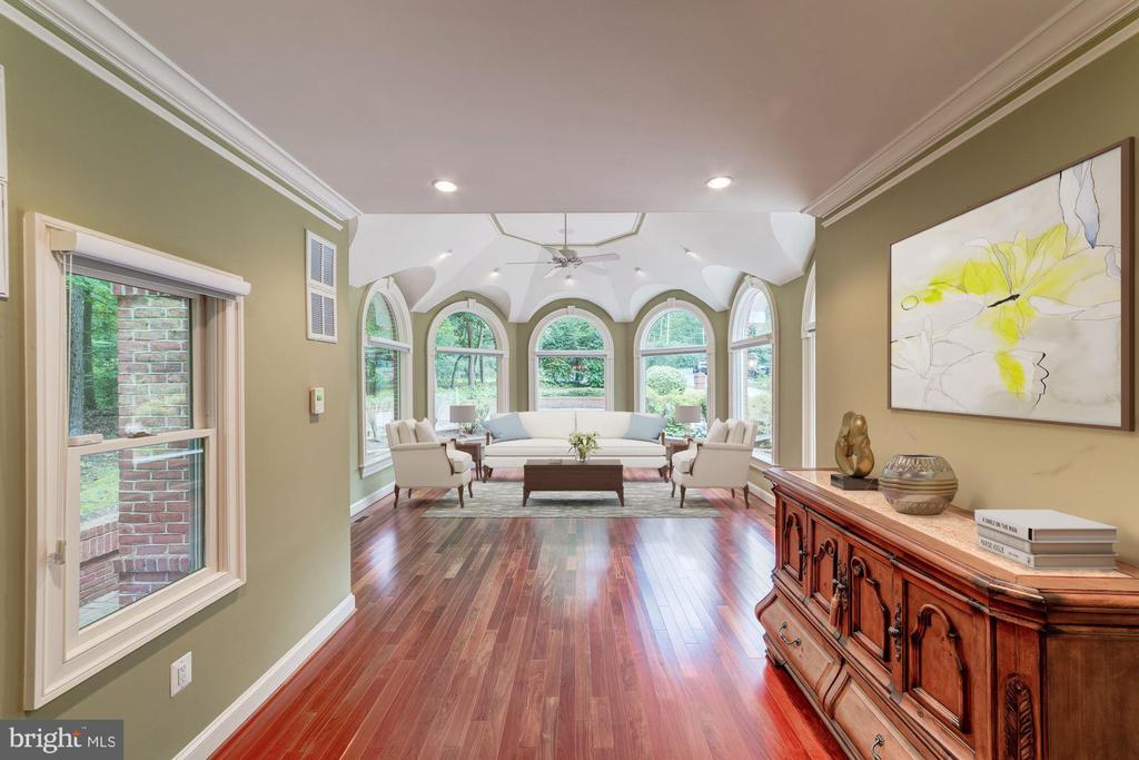 Incredible sunroom with spectacular nature views - 7395 BEECHWOOD DR, SPRINGFIELD