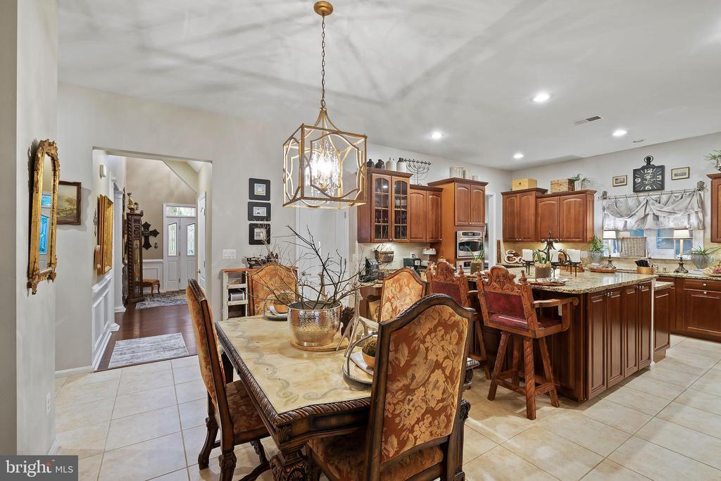 Dinning Area in Kitchen - 42050 MIDDLEHAM CT, ASHBURN