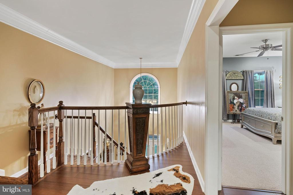 Upstairs Hallway to Rooms - 42050 MIDDLEHAM CT, ASHBURN