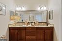 Double Sink Master Bath - 42050 MIDDLEHAM CT, ASHBURN