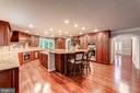 Chef's delight all the best appliances & upgrades - 7395 BEECHWOOD DR, SPRINGFIELD