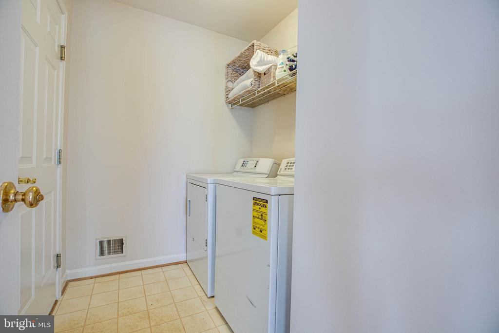 Laundry Room w/shelving - 5 GREYSTONE PL, STAFFORD