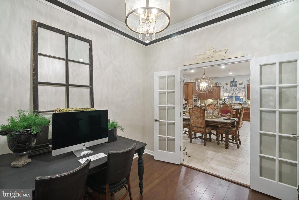 Home Office & Office Desk - 42050 MIDDLEHAM CT, ASHBURN
