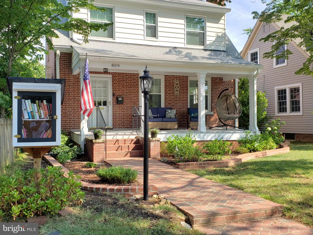 Fabulous front porch and Little Free Library - 809 MORTIMER AVE, FREDERICKSBURG